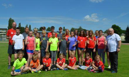 Motivierte Mädchen und Jungen für anstehende Wettkämpfe fit gemacht