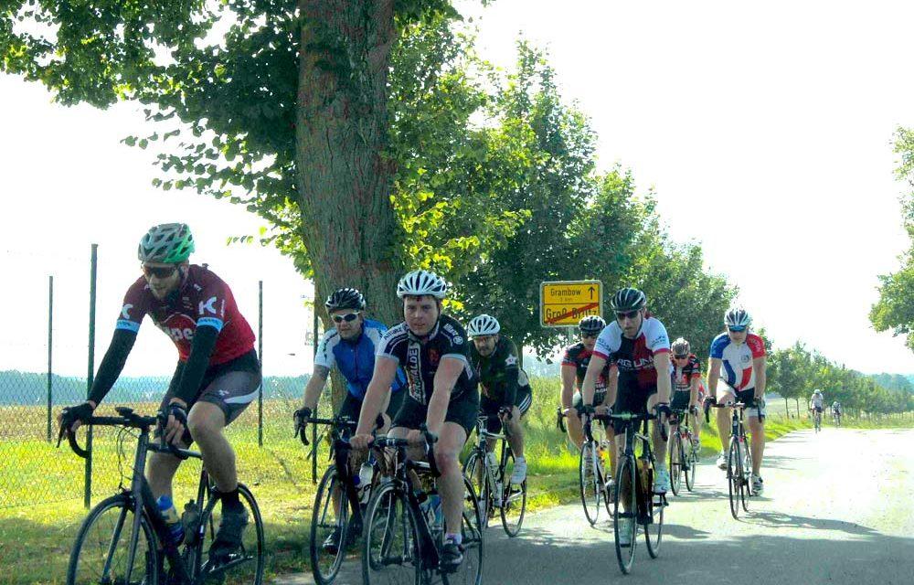 Die 26. Petermännchentour des Schweriner Radsportvereins bei Sonnenschein gestartet