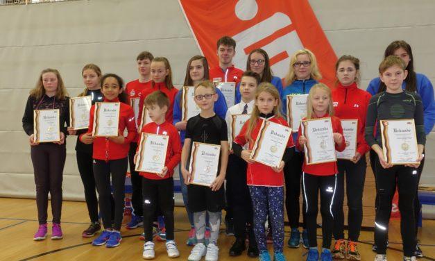 Alle Jahre wieder –  Kinder der Laager Laufgruppe mit IGL- Medaillen geehrt