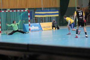 Stiere vs. Altenholz; Spielszene 2. Halbzeit; 7-Meter Mark Mattthias Petersen. Foto: P. Bohne