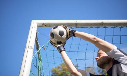 Ballsport zum Mai-Auftakt: Siege für Hansa-Kicker und Wismarer Handballerinnen