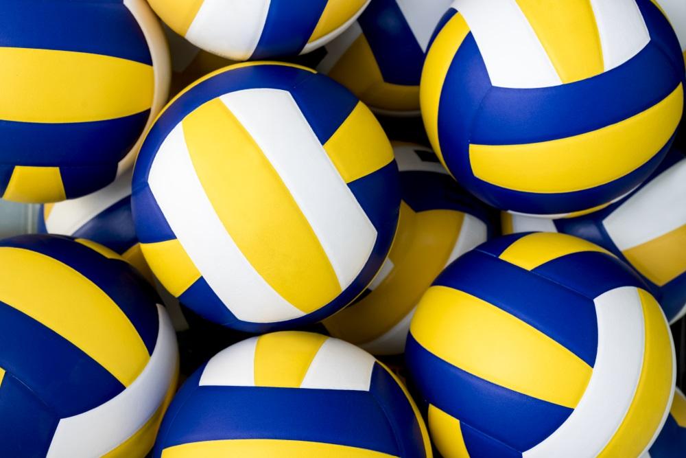 Volleybälle liegen zum Training bereit