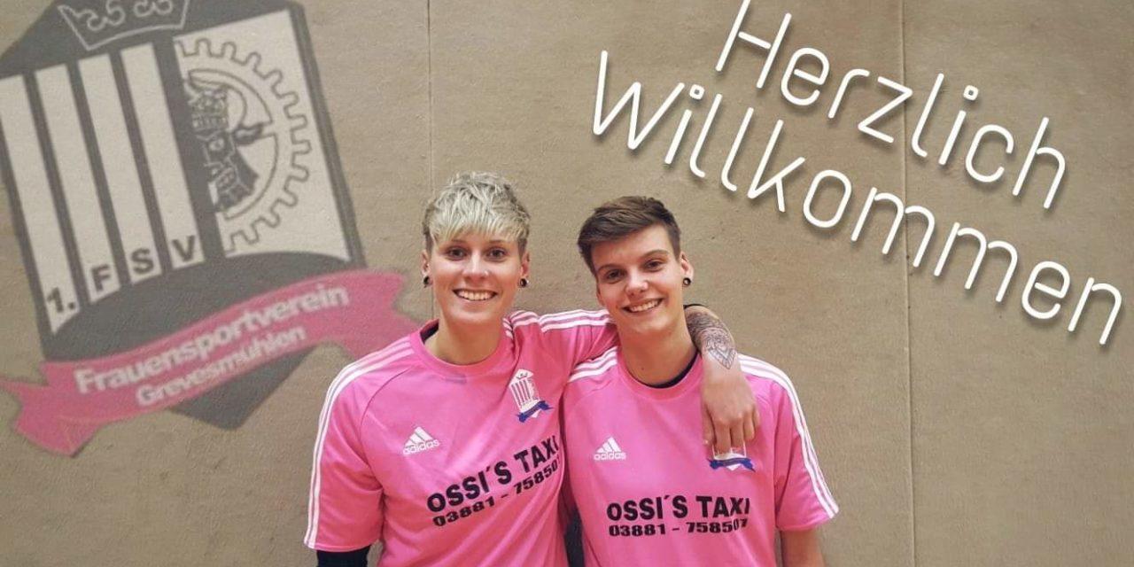 Giuliana & Johanna spielen jetzt auch für den FSV Grevesmühlen in den Neuen Trikots von OSSI´S Taxi .
