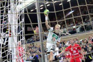 Handball Länderspiel in Rostock: Deutschland vs Polen. Im Bild Matthias Musche (37) beim Torwurf. Foto: P. Bohne