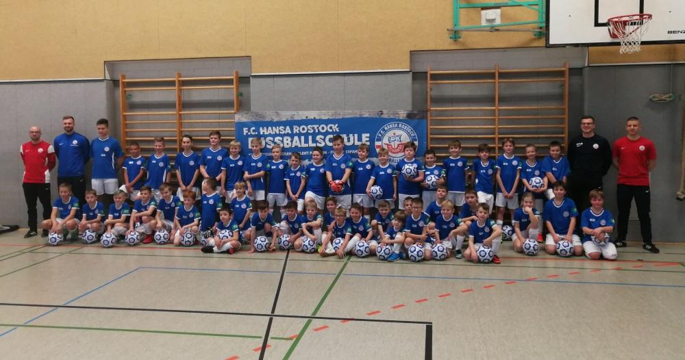 F.C. Hansa Fußballschule in Dorf Mecklenburg zu Gast