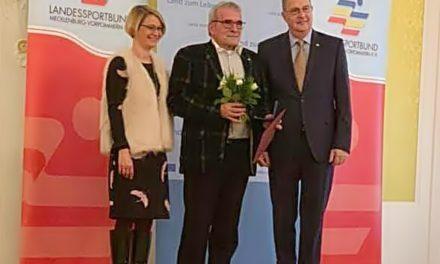 Hohe Ehrung für HVMV-Präsident Peter Rauch