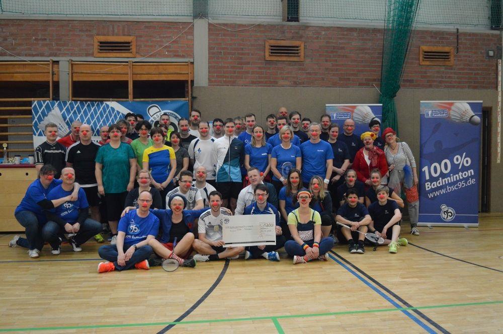 Der Schweriner Badminton Firmen Team Cup war wieder ein voller Erfolg. Gruppenfoto: BSC 95 Schwerin