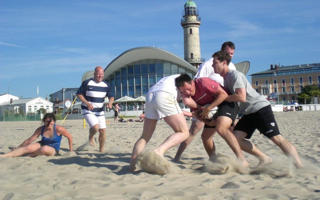 Universität Rostock veranstaltet nationales Beachrugby-Turnier
