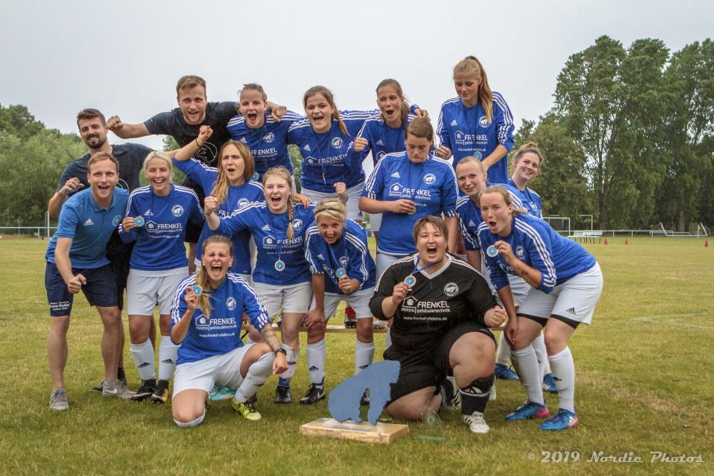 Peuler Deerns Cup auf Poel - Frauenmannschaft mit Trainerteam