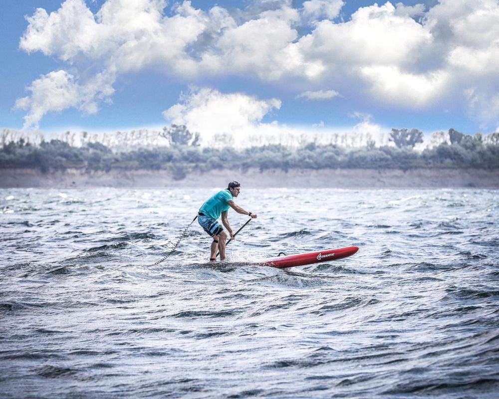 Wassersportler Denny Kambs auf dem SUP-Board  Foto: © Sebastian Heger