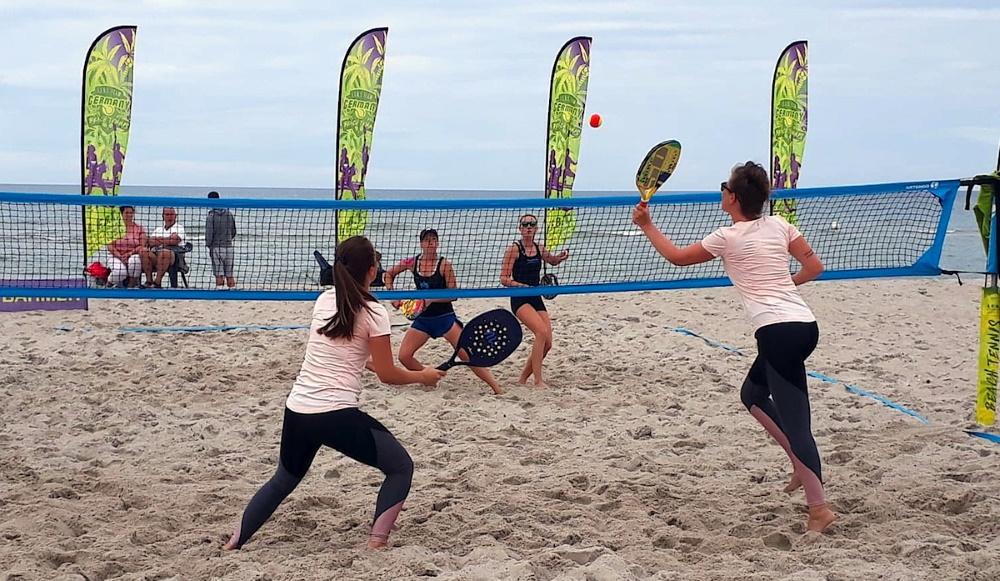 Turnierfavoriten setzen sich beim Beach Tennis in Dierhagen durch