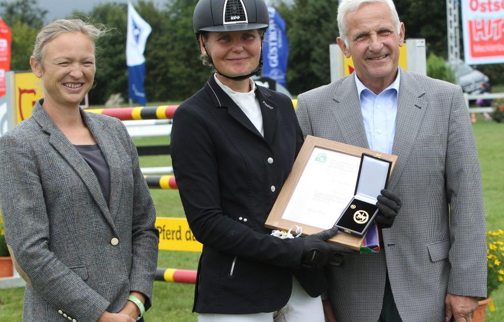 Kati Lekander mit Goldenem Reitabzeichen geehrt