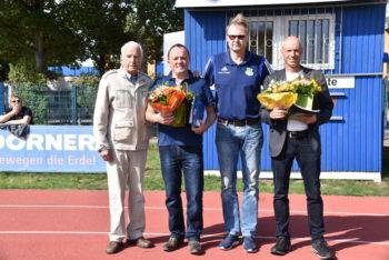 Steffen Korwand und Ullrich Thomas mit der KFV-Ehrennadel. Foto: Gerd Niemann