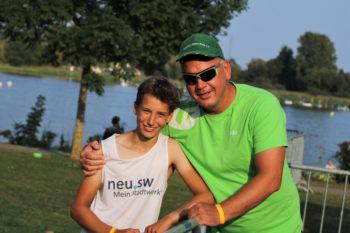 Owe-Kühn mit Heimtrainer Mike Werbel. Foto: Thomas Frank - Malchiner Kanuclub