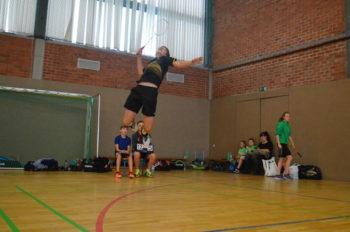 Luca Wiechmann (BSC 95 Schwerin) beim Jumpsmash | Badminton in Schwerin