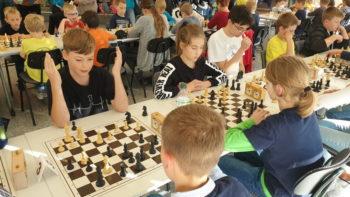 Rostocker Stadtmeisterschaften - Thorge Kraeft und Jasmin Joachim (Sieger Kinder Breitenschach) in der letzten Runde. Foto: Christian Joachim