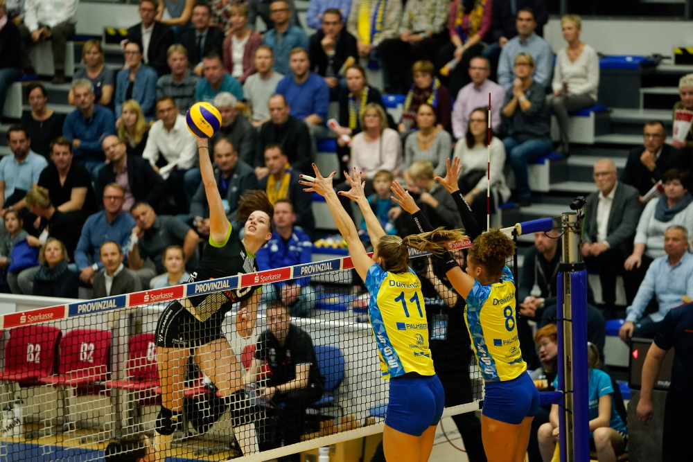 SSC vs Ladies in Black Aachen - Volleyball Bundesliga in Schwerin Foto: Michael Dittmar