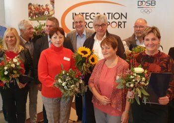 Gabriele Breuing und Dieter Prösch (links) nahmen die Auszeichnung stellvertretend für den SSC Breitensport entgegen. Foto: © Stadtsportbund Schwerin