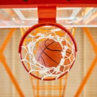 Basketball fällt durch einen Korb   (c) envato elements