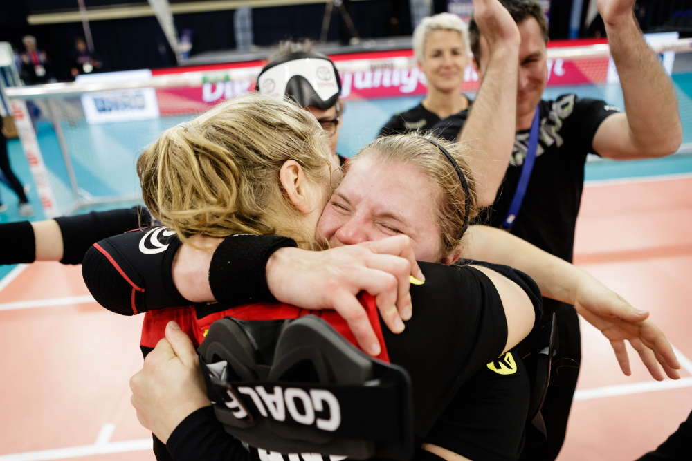 Medaillenjubel bei Charlotte Hartz und Pia Knaute | Goalball Europameisterschaften 2019 in Rostock | Foto: Binh Truong / DBS