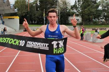Erik Schoob (1.LAV Rostock) siegte nach starkem Rennen in 32:36 min und damit neuem Streckenrekord. Foto: Pro Event
