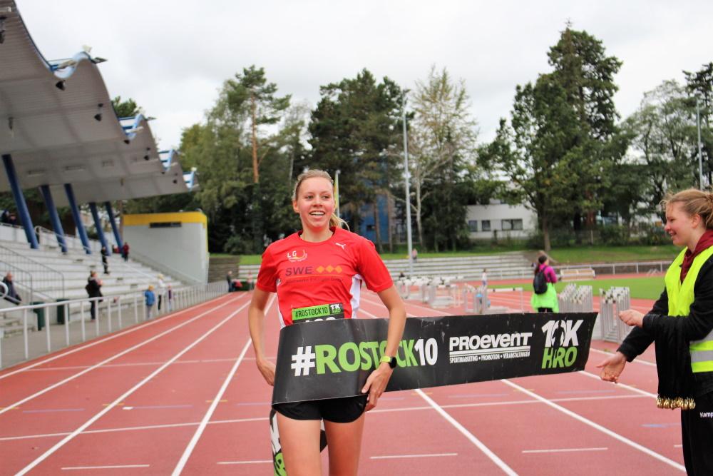 Ex-Rostockerin Johanne Flacke siegte bei den Frauen deutlich in 38:12 min. Foto: Pro Event