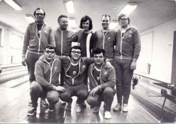 DDR Vizemeister mit der Mannschaft 1976 in Osterburg (u.v.l.: B. Phillipp, W. Manz, M. Kolbow; o.v.l.: H. Fischer, Ch. Fritsche, B. Fritsche, P. Ukat und W. Klose). Archivfoto: Abt. Kegeln VfL Neukloster