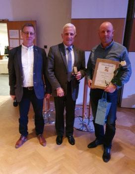 Carsten Schlönvogt mit der Ehrennadel in Silber ausgezeichnet