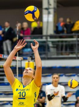 Denise Hanke (SSC Palmberg Schwerin) am Ball | Bundesliga Volleyball aus Schwerin | Foto: Eckhard Mai