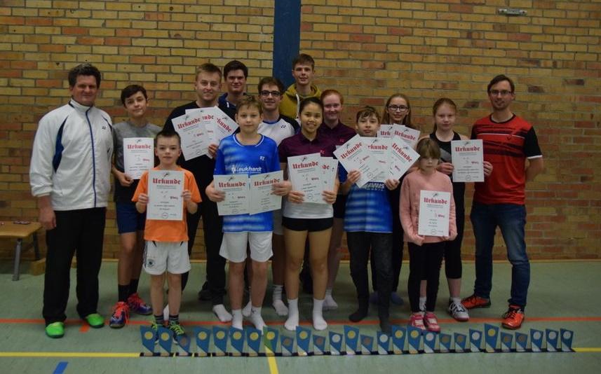 Die jungen Badmintonspieler des BSC 95 Schwerin nach ihren Erfolgen bei der LEM 2019 in Greifswald
