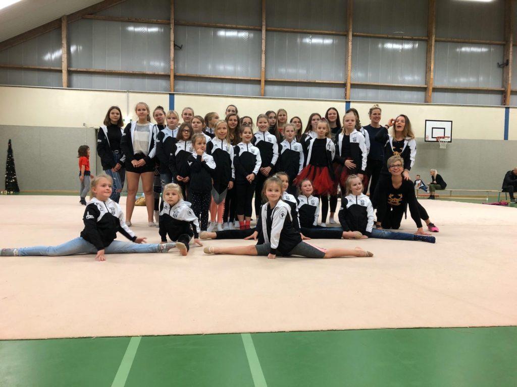 Teamfoto der Sektion Rhythmische Sportgymnastik. Foto: FSV Bentwisch