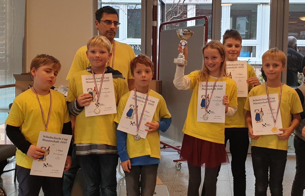 Schulschach Cup Mecklenburg-Vorpommern | Die beiden Siegermannschaften der Grundschule Lichtenhagen | Foto: Christian Joachim
