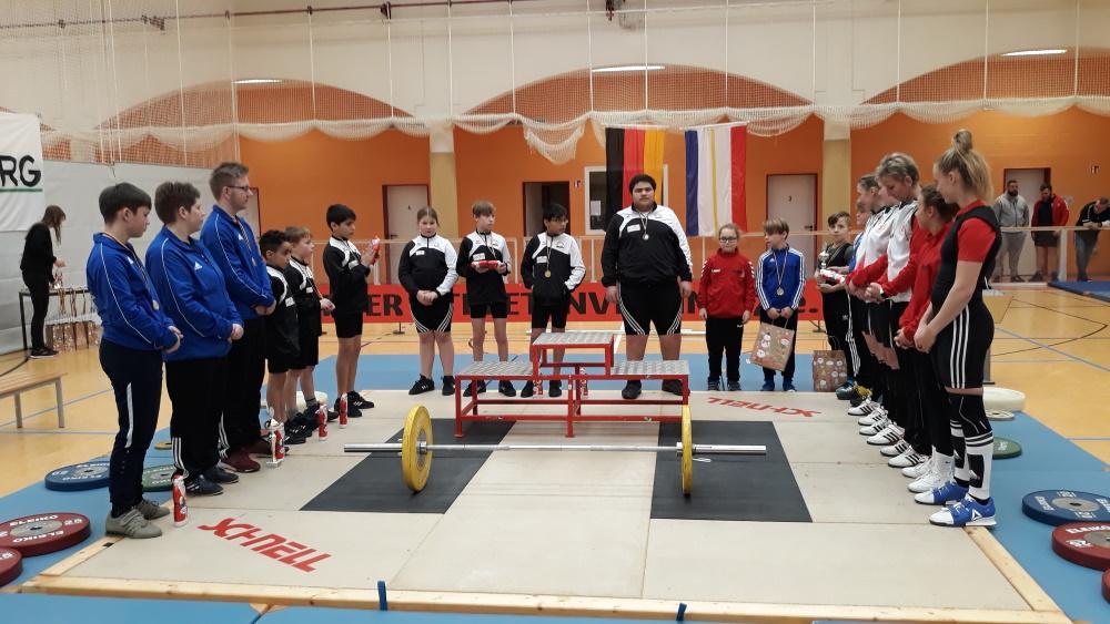 Die Nachwuchsheber des TSV Schwerin beim zweiten Durchgang der Landesliga MV in Wahrsow bei Herrnburg. Foto: M. Porepp | Gewichtheben in Mecklenburg-Vorpommern