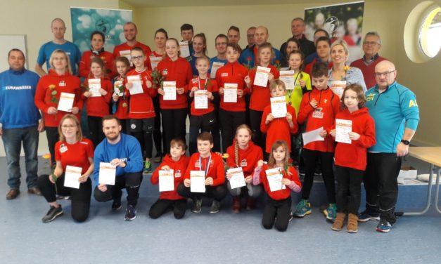 Sportabzeichen an engagierte Clubmitglieder verliehen