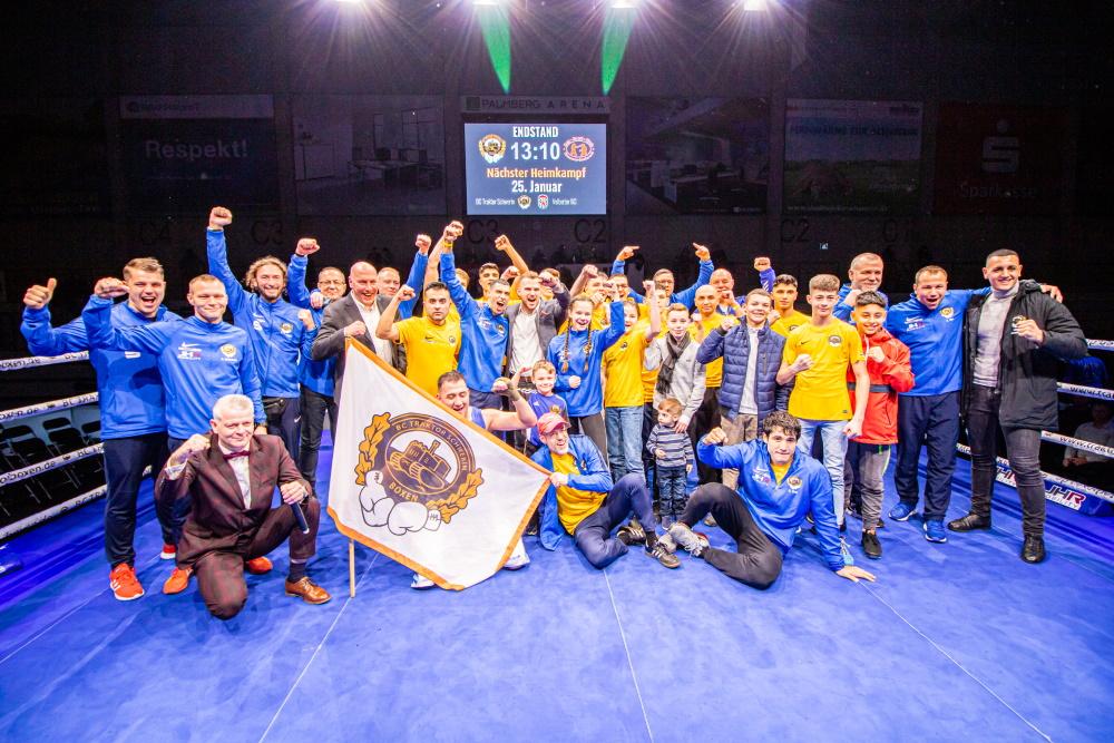 Team Traktor nach dem Sieg gegen Hannover-Seelze | Foto: ©️ Boxclub TRAKTOR Schwerin