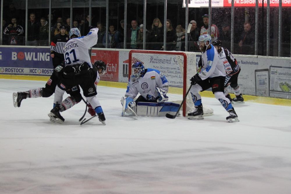 Die Piranhas müssen punkten um die Playoffs noch zu erreichen. | Rostocker Eishockey Club | Foto: Susann Ackermann