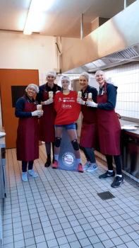 Justine Wong-Orantes, Nicole Oude Luttikhuis, Beta Dumancic und Nele Barber meisterten bei Evita (UWM Kulinaria) einen kleinen Kochwettkampf. Foto: SSC
