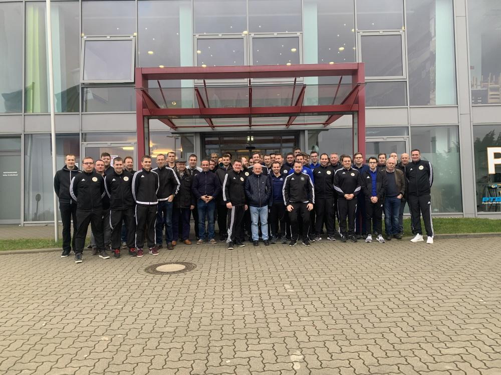 Alle teilnehmenden Schiedsrichter des LFV MV des Winterlehrganges 2020 in Rostock. Foto: © Niclas Rose