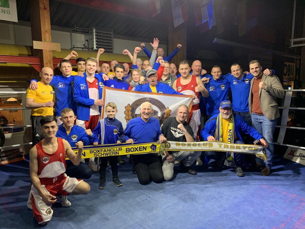 Traktor Team nach der Niederlage in Straubing. Foto: ©️ Boxclub TRAKTOR Schwerin