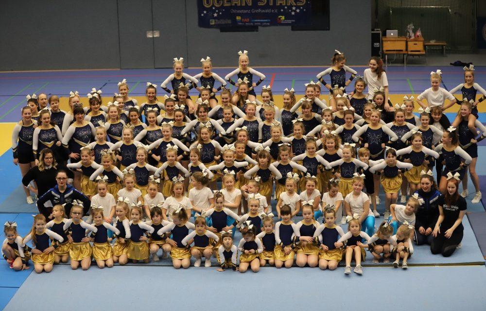 Vorbereitung der Cheerleader auf Landesmeisterschaft