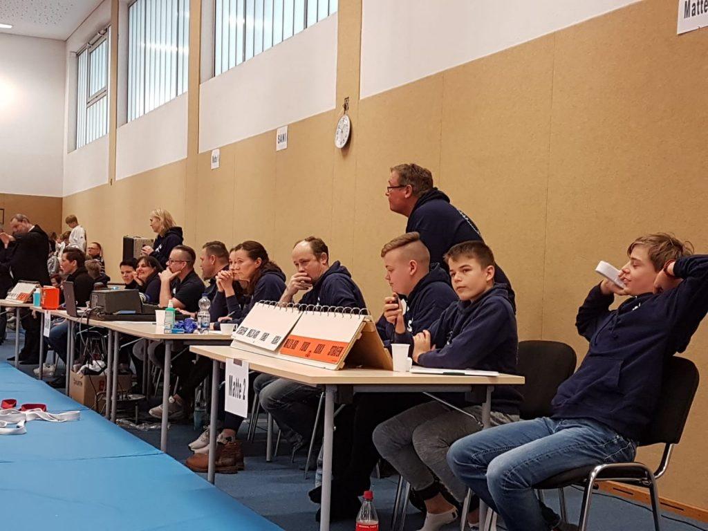 Die Turnierleitung hatte den Überblick über die 152 Judokabeim 6. Pokalturnier. Foto: SFV Holthusen