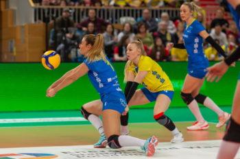 Volleyball: Außenangreiferin Greta Szakmary (SSC Palmberg Schwerin) in der Ballannahme . Foto: (c) Eckhard Mai
