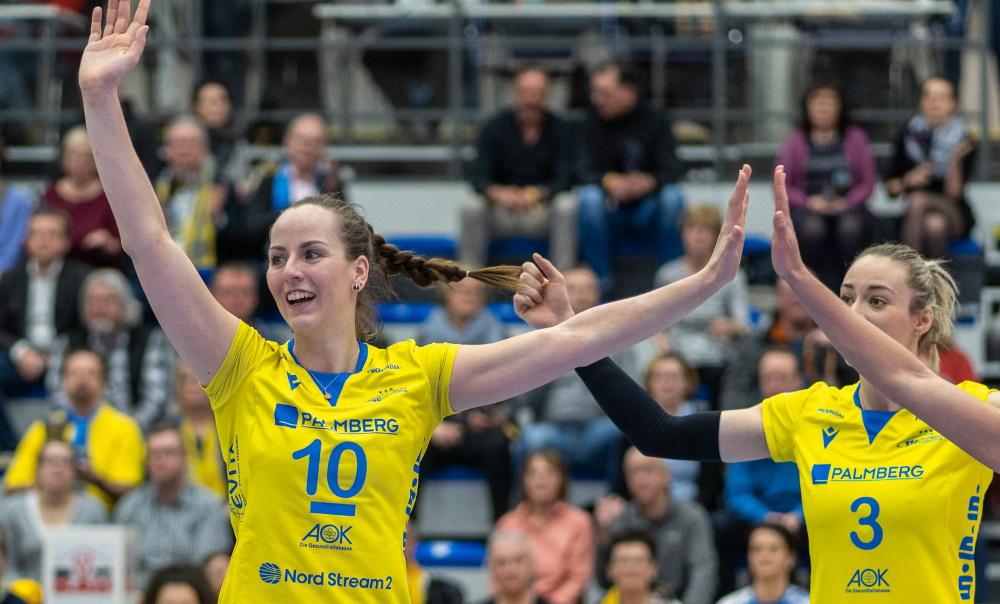 Jubel beim SSC Palmberg Schwerin | in Front: Mannschaftskapitänin Denise Hanke