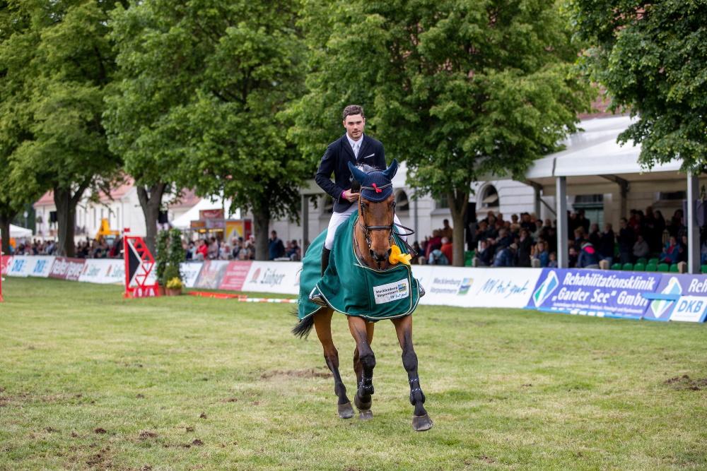 """Gewann 2019 das Championat des Landes Mecklenburg-Vorpommern """"MV tut gut"""" mit Chaccbay - der Österreicher Felix Koller. (Foto: Stefan Lafrentz)"""