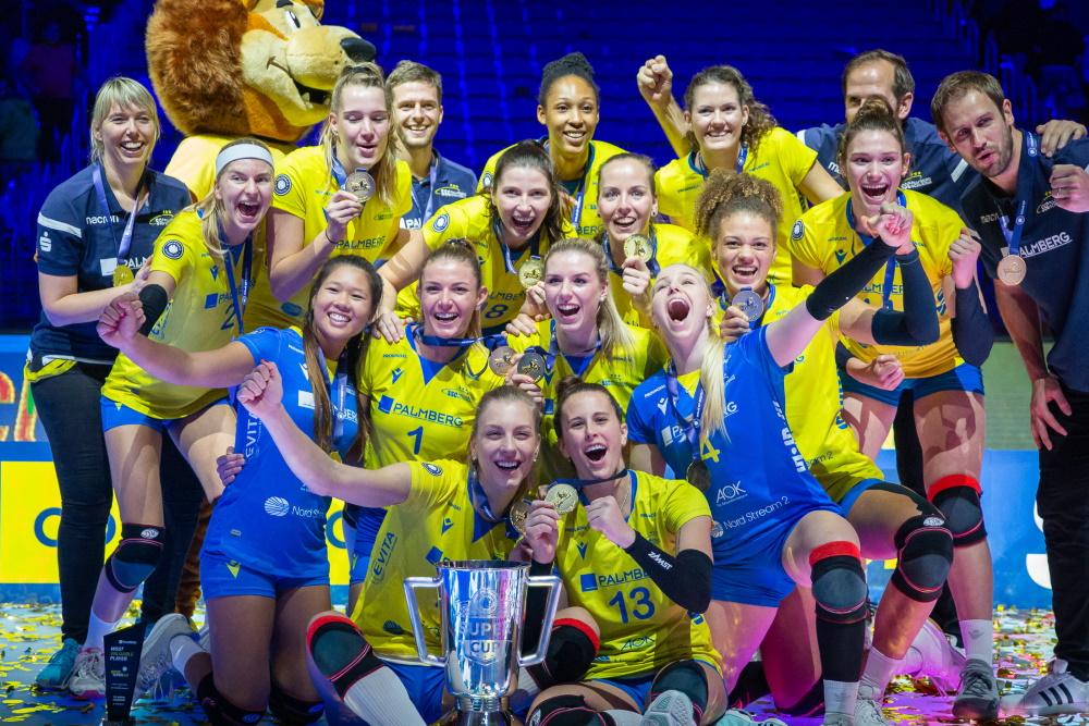 Der Rekordmeister SSC Palmberg Schwerin mit dem Sieg des Volleyball Supercup 2019. Foto: Eckhard Mai