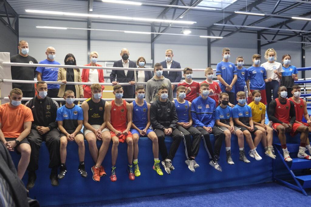 Spitzenpolitiker mit Stützpunkt-Boxern in Schwerin | Fotos: ©️ Sascha Krautz